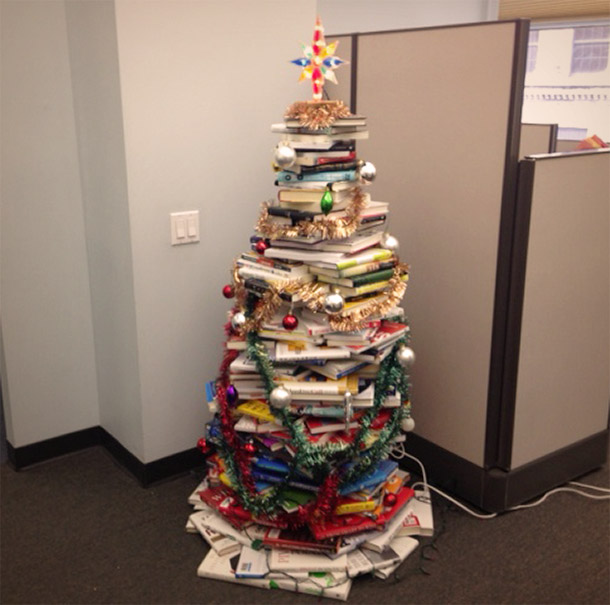 1416935529-learned-christmas-tree-made-books-2